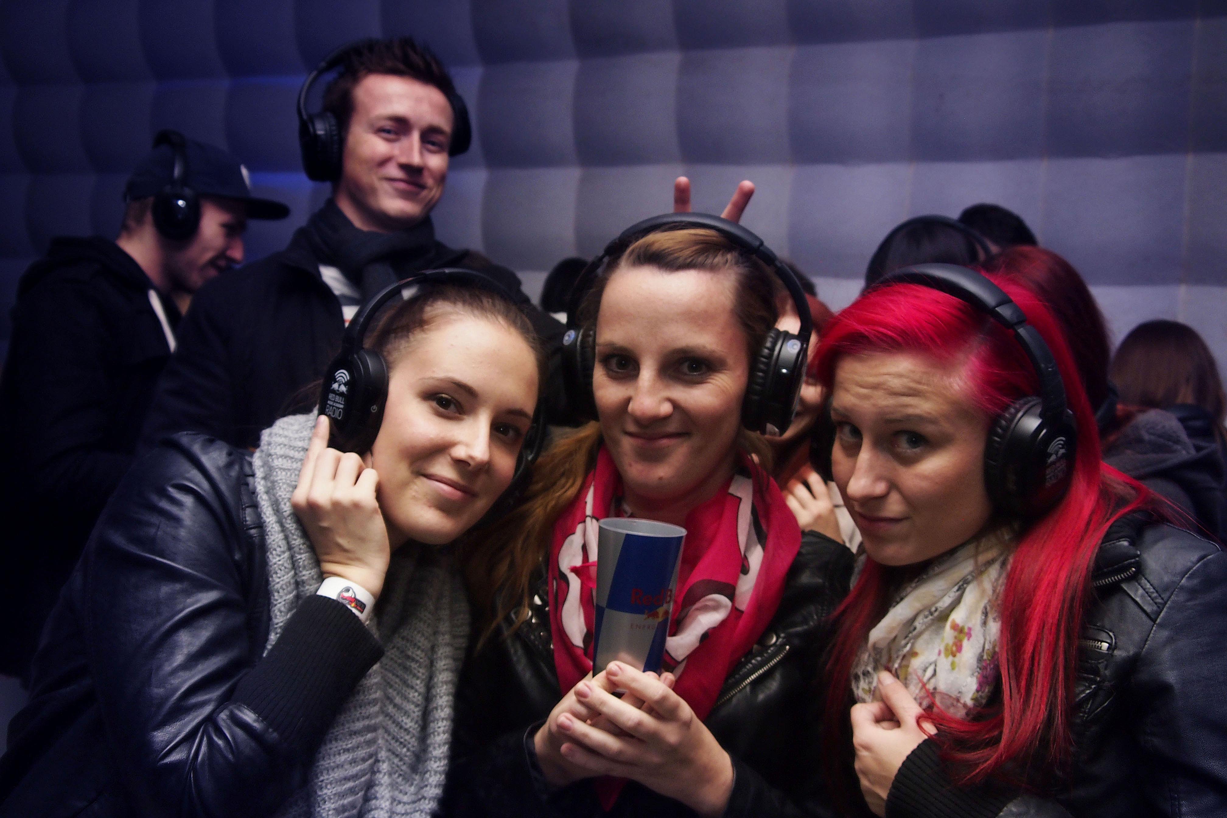 Študentská párty bez zvuku