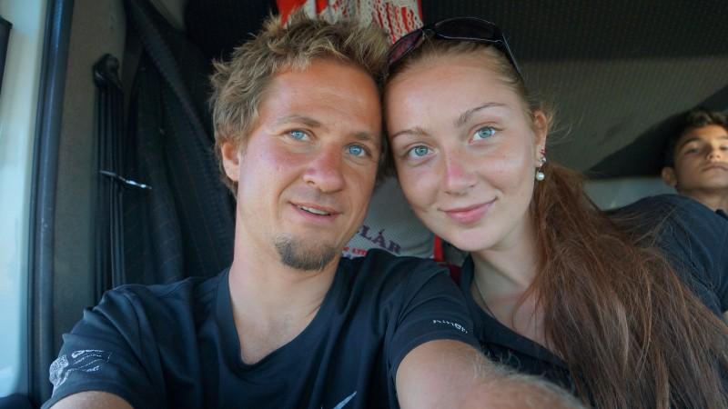 Karol so svojou priateľkou Heni počas dovolenky na Srí Lanke