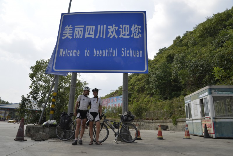 Karol a Heni počas 3-mesačnej bicyklovačky v Číne