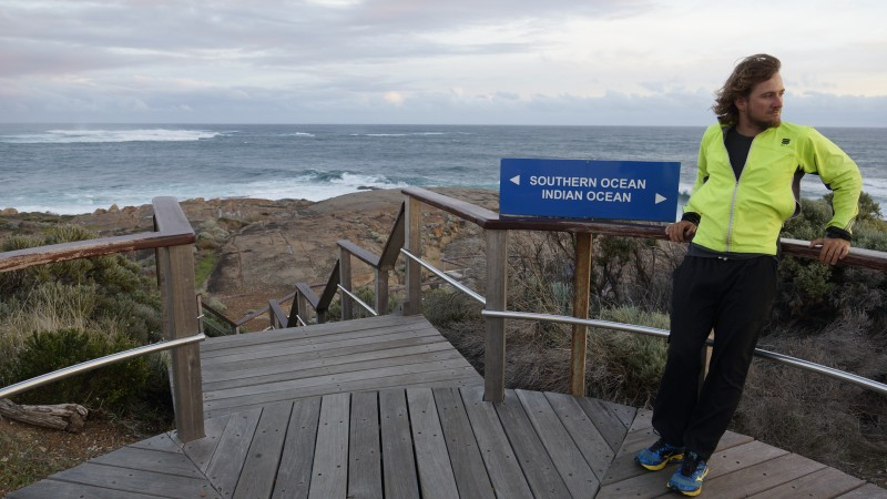 Prvý rok svojej cesty okolo sveta ukončil Karol práve v Austrálii