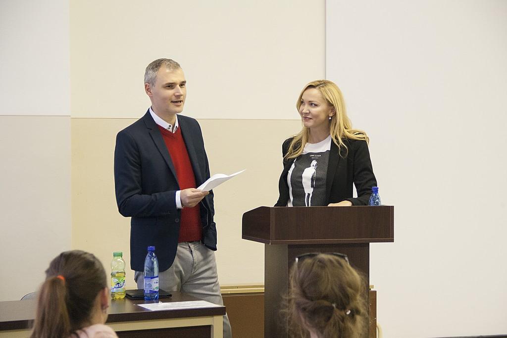 Moderátori RTVS Ľubomír Bajaník a Janette Štefánková