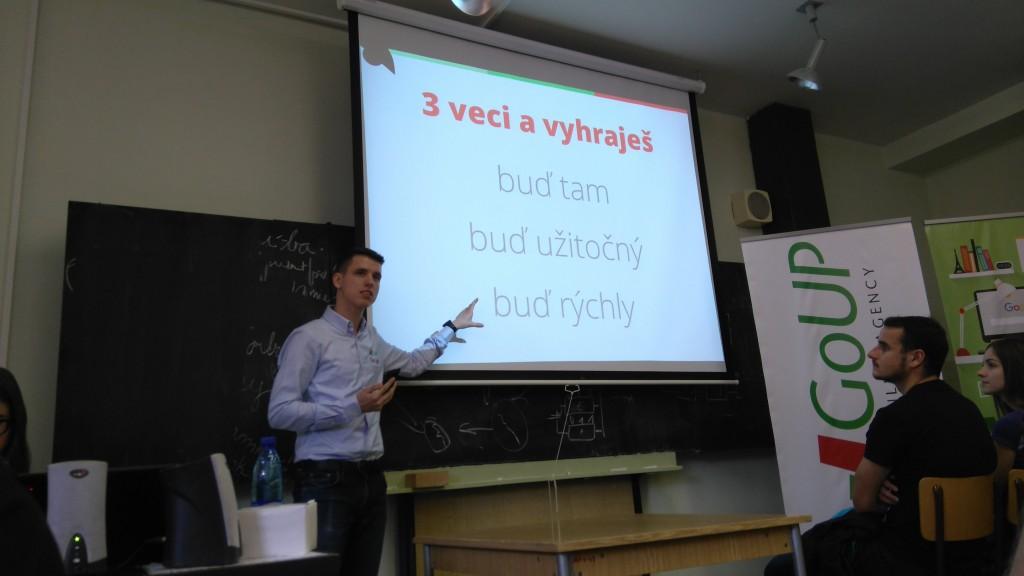 Jakub Gombár počas prezentácie vrámci Týždňa vedy a techniky