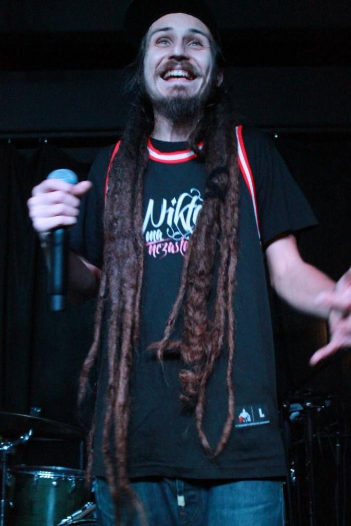 Dredy sú typickým znakom reggae štýlu. Pokyman si ich pestuje dlhých 12 rokov