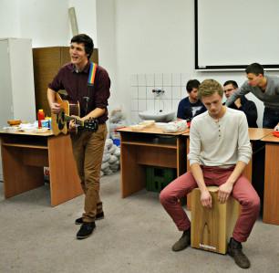 Hudobníci Zdeno Mucina a Martin Kukan