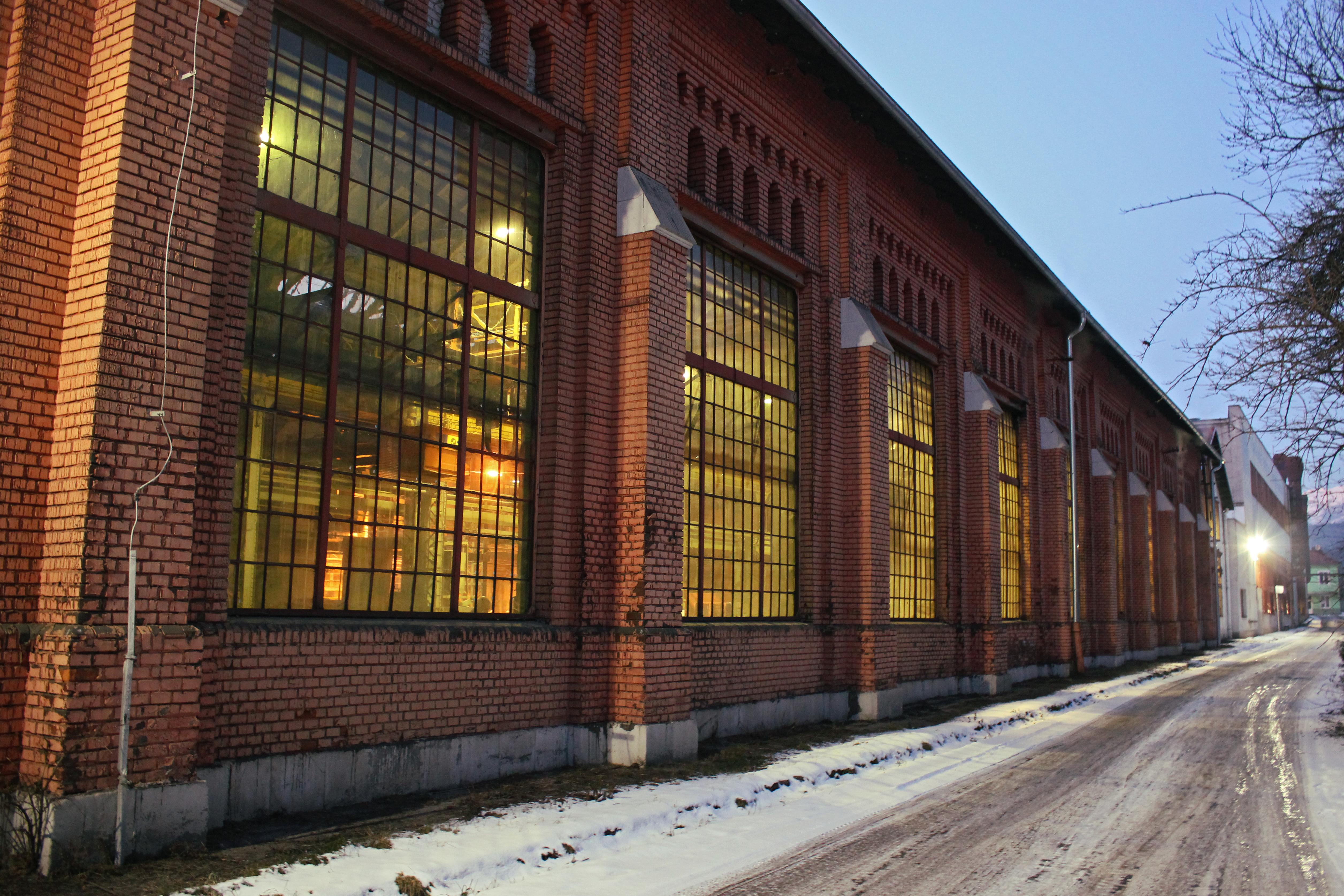 Bývalá budova zvarovne rúr v Piesku.