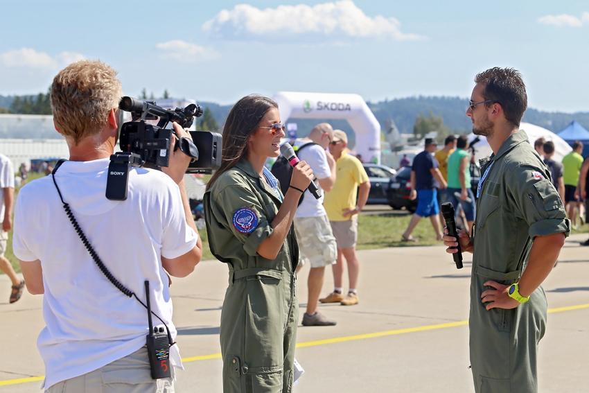 Zdenka moderuje aj Medzinárodné letecké dni na Letisku Sliač, foto Mirka Chabadová