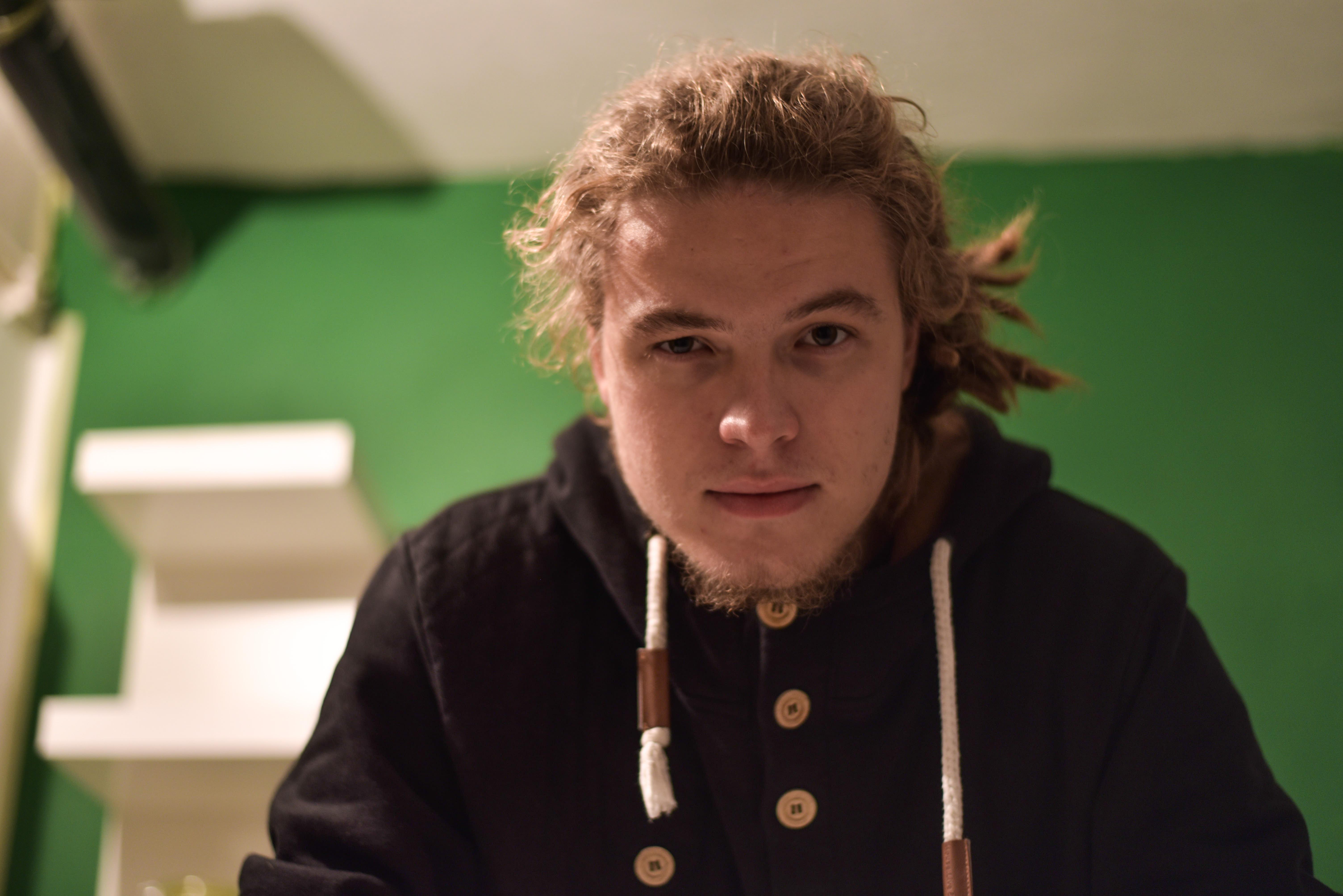 Jeden z najsledovanejších youtuberov na Slovensku má štúdio na Skladovej