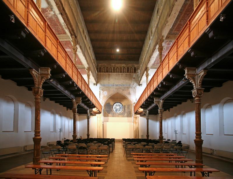 Priestory neologickej synagógy v Trnave sa v súčasnosti využívajú ako Centrum súčasného umenia