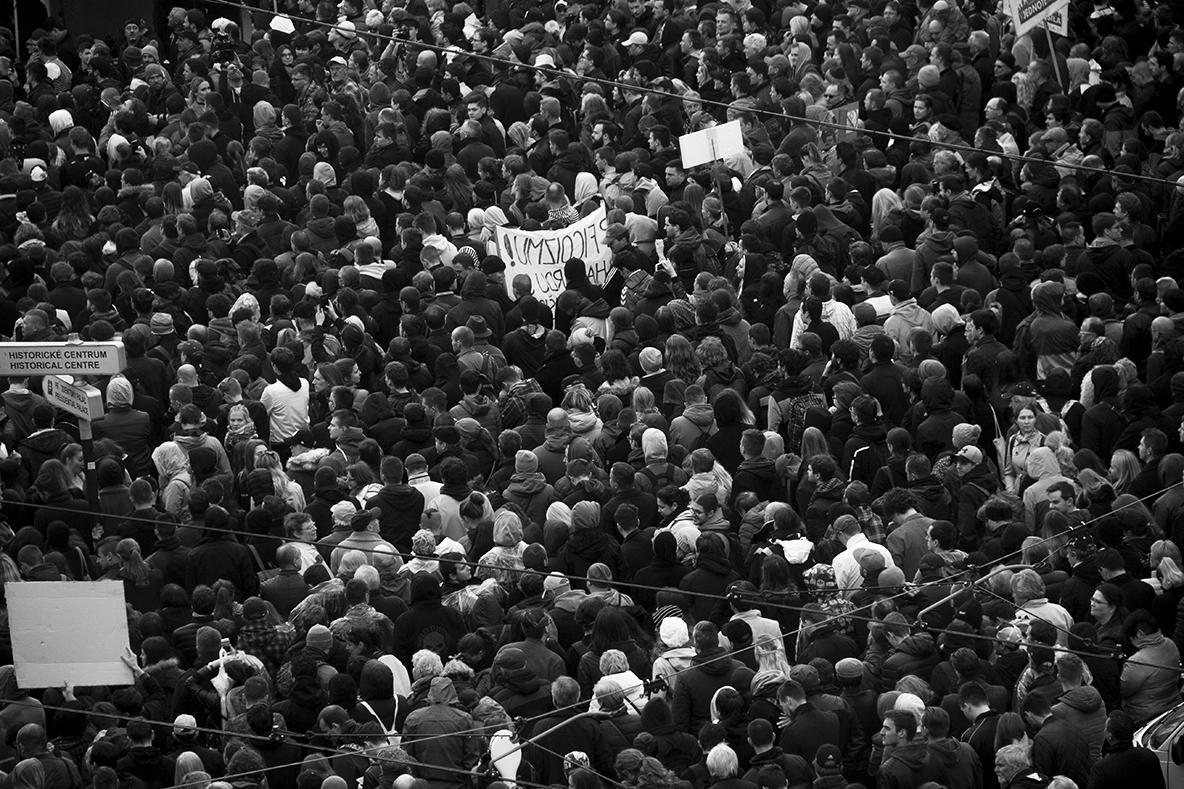 Tisíce ľudí sa tlačili v dave na námestí