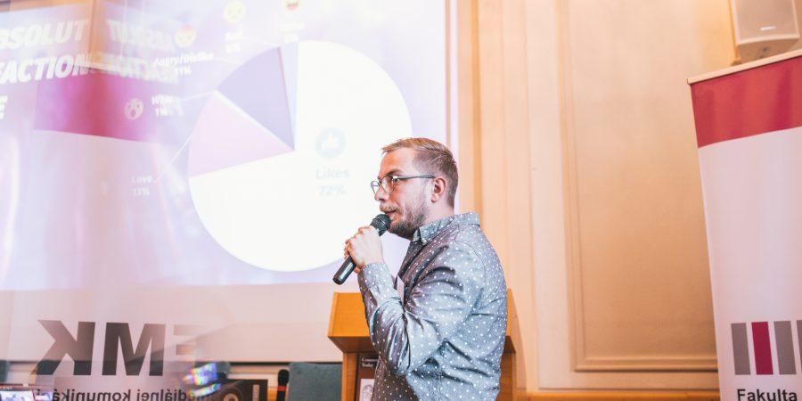 Kampaň Absolutky: Černoška spievajúca slovenskú ľudovku rozdeľuje Slovákov