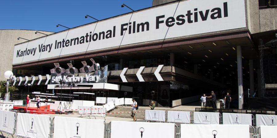 Filmový festival nie je len ofilmoch. Návštevníci môžu nahliadnúť do zákulisia médií a využiť bezplatnú dopravu