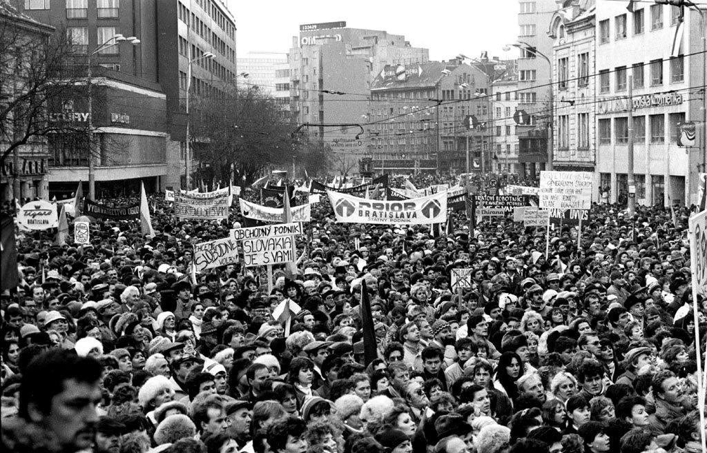 Od Nežnej revolúcie k slušnému Slovensku: Ako sa zmenila naša krajina od ´89?