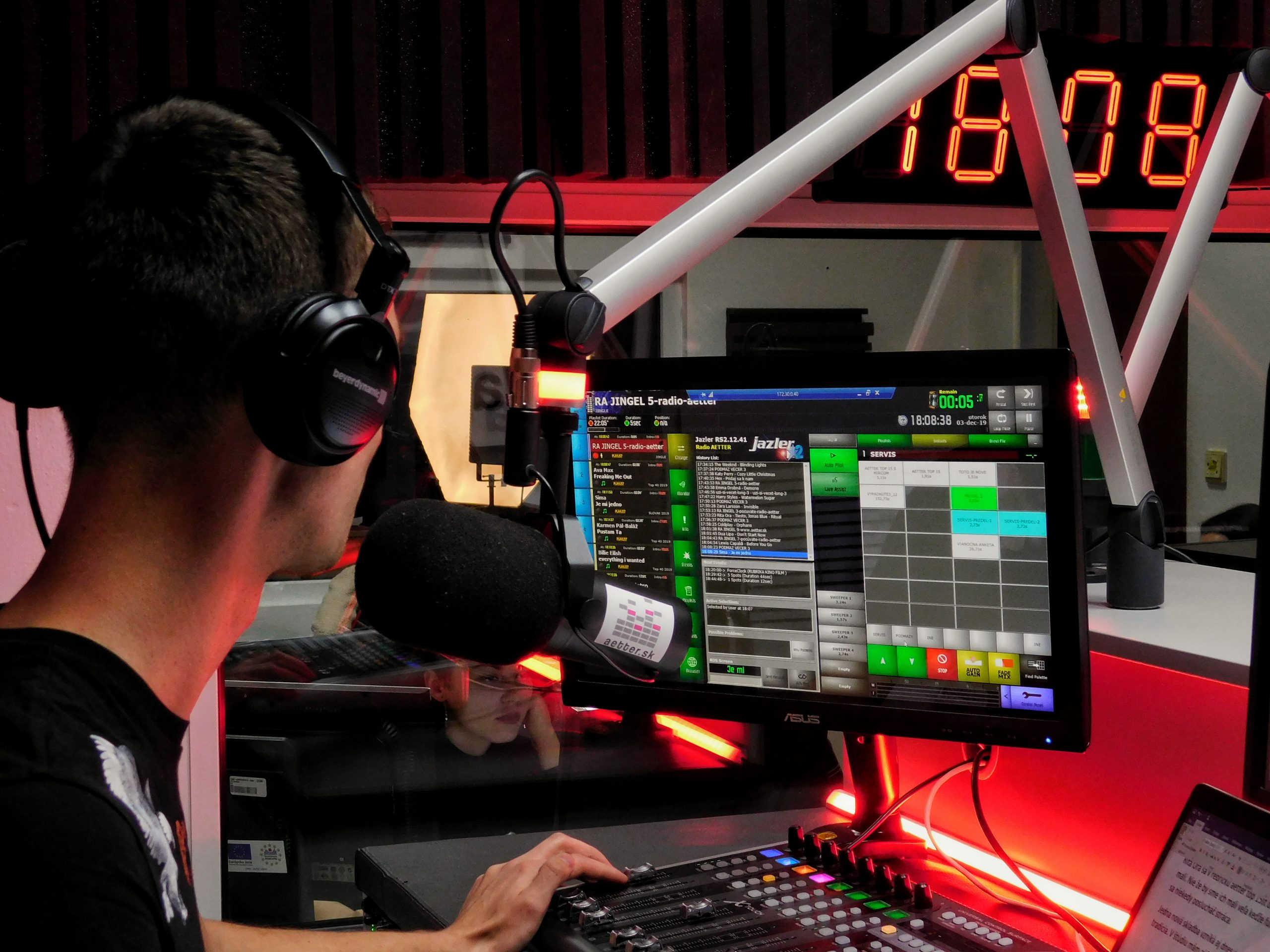 prvé študentské rádio s vlastnou frekvenciou