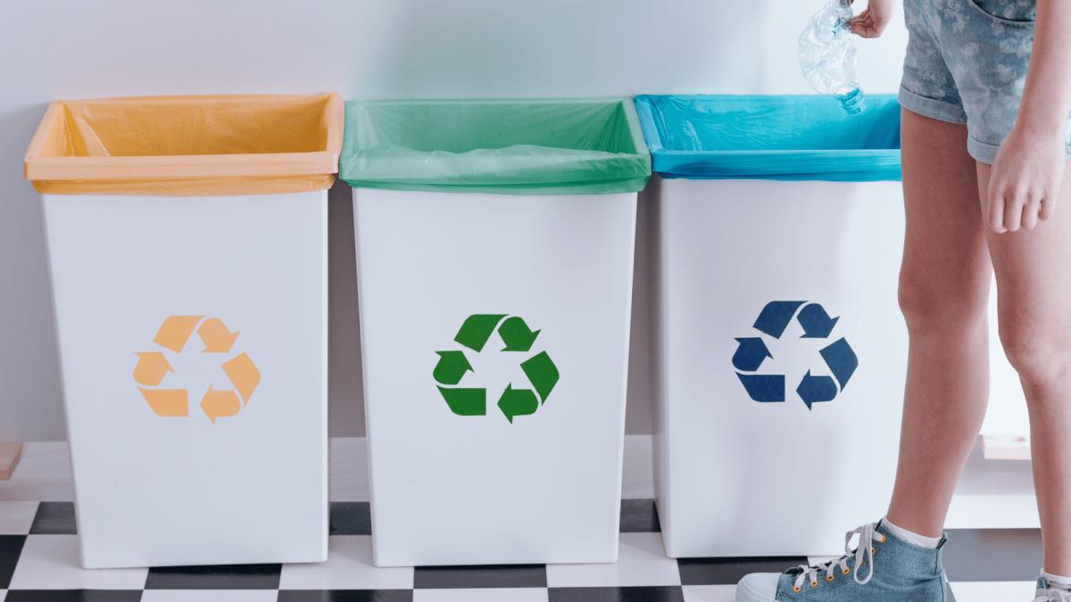 Každý Trnavčan vyprodukuje 638 kg odpadu ročne. Smeti ručne triedi 12 pracovníkov