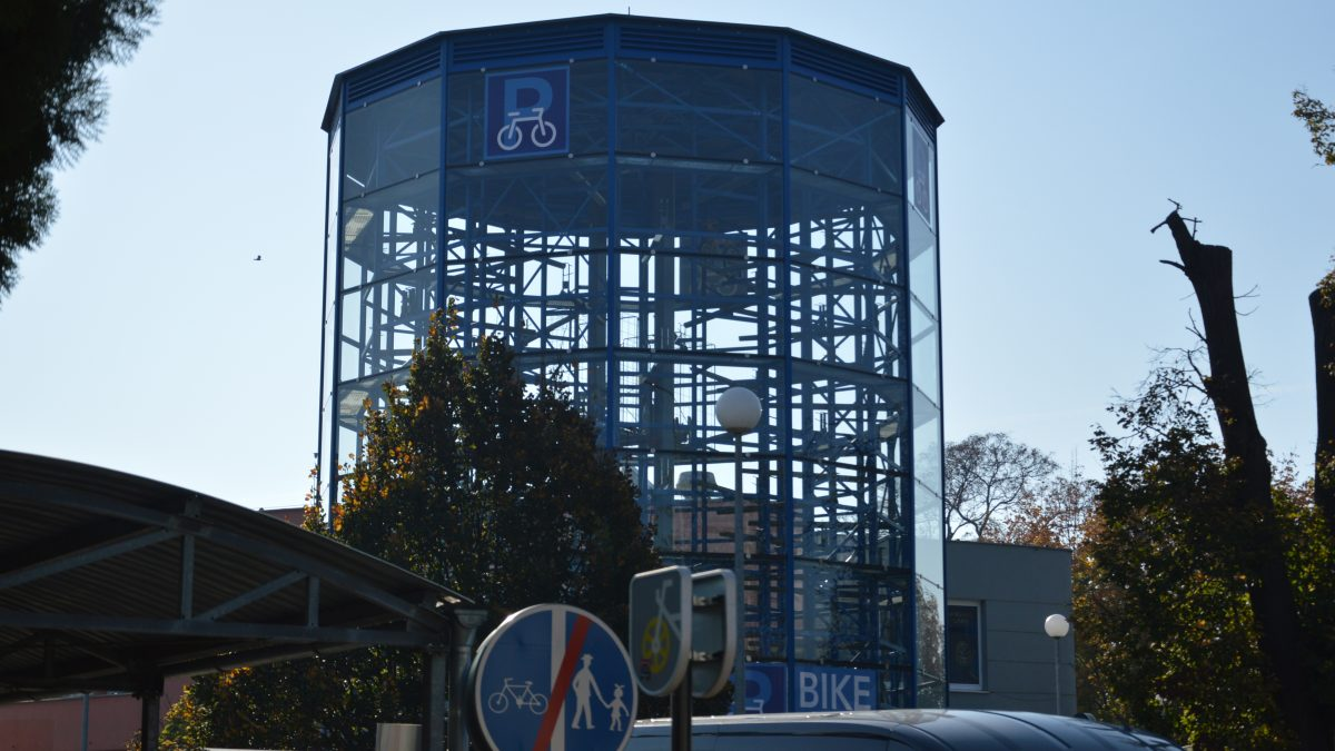 Cyklisti v Trnave dostali nové cyklotrasy a parkovaciu vežu