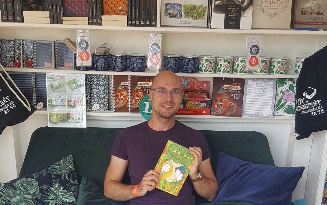 Eko aktivista a autor detských kníh: Za rok a pol som si kúpil z oblečenia len šnúrky do topánok, ponožky a šatku do saka