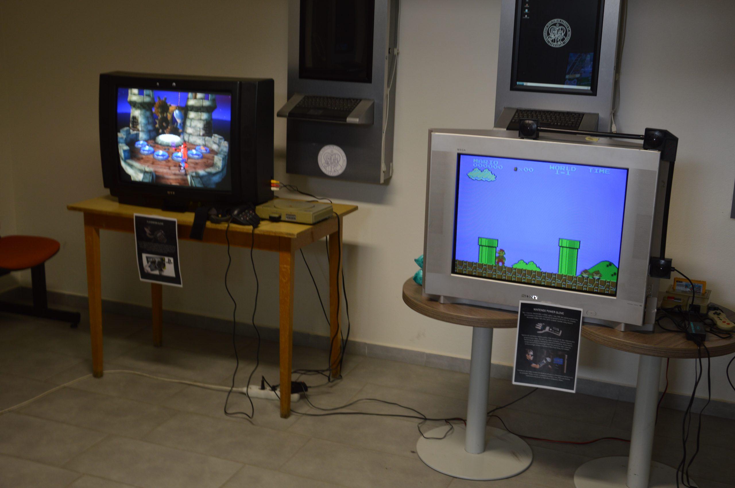 Nesmela chýbať hra Super Mario. Zdroj: Daniel Bíro
