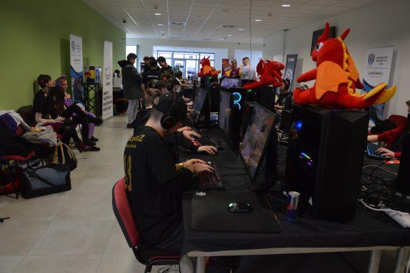 Na UniCONe prebiehali aj rôzne turnaje a hranie rôznych hier. Autor: Daniel Bíro
