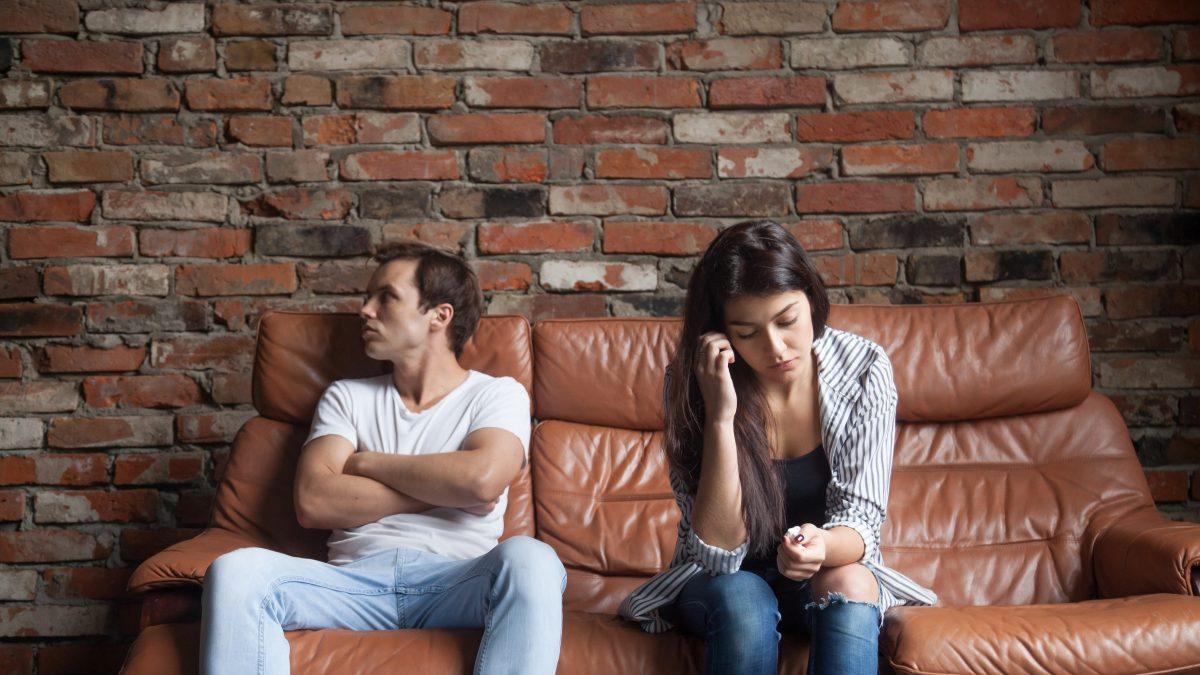 Koronavírus je spoločný nepriateľ, preto ľudí skôr spája, hovorí psychologička o partnerskom živote v karanténe