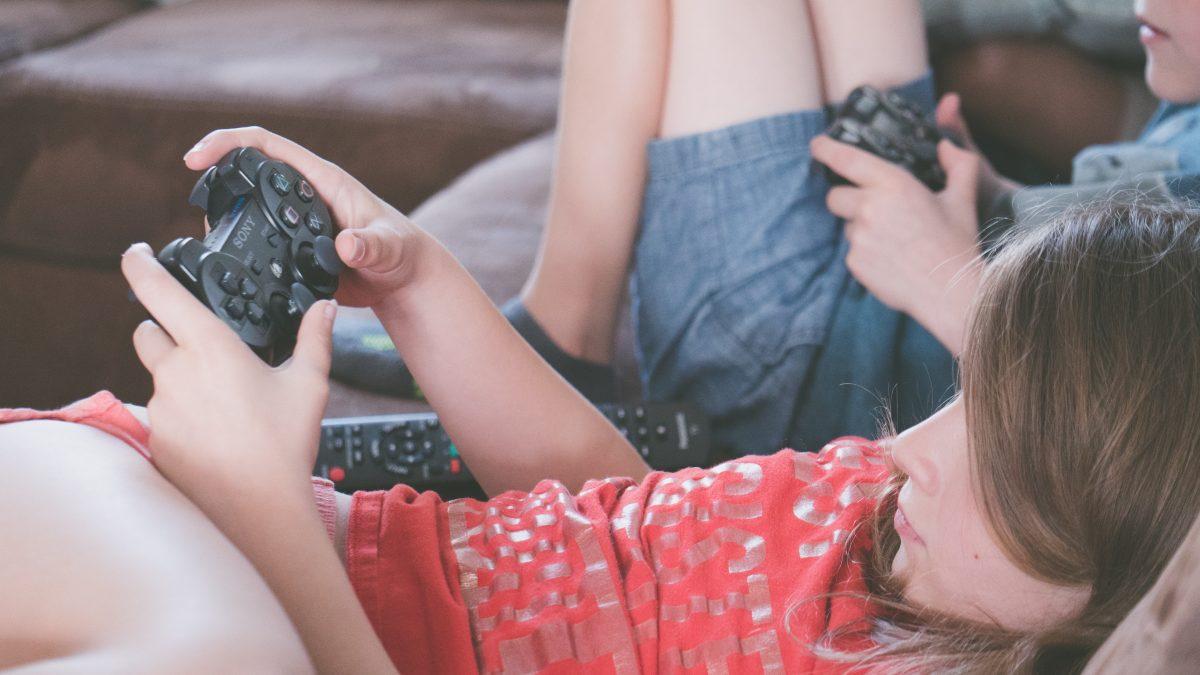 Čo robia ľudia doma počas trvania karantény? No predsa hrajú hry!