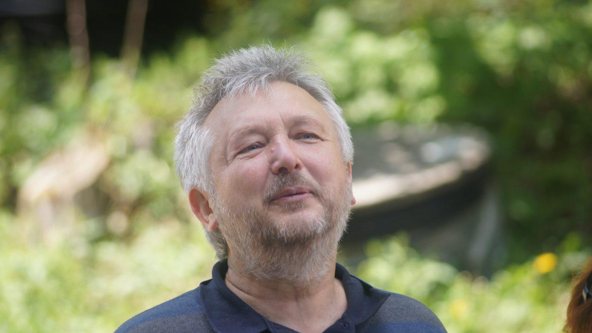 Podcast: Zlou starostlivosťou okrajinu prichádzame o vodu, hovorí environmentalista Michal Kravčík
