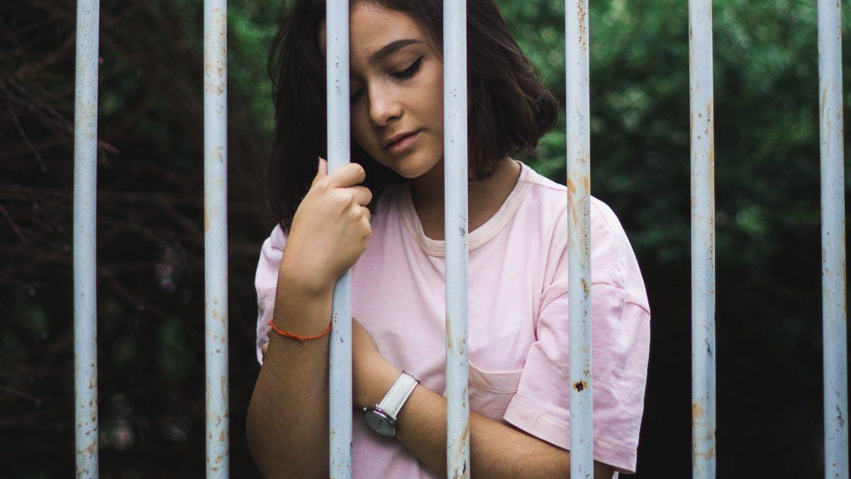 Nároky spoločnosti mladých ľudí obmedzujú. Miestami to prechádza do psychických problémov