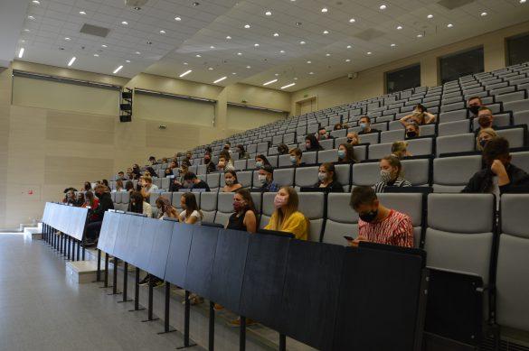 Študenti mali povinné šachovnicové sedenie. Zdroj: Daniel Bíro