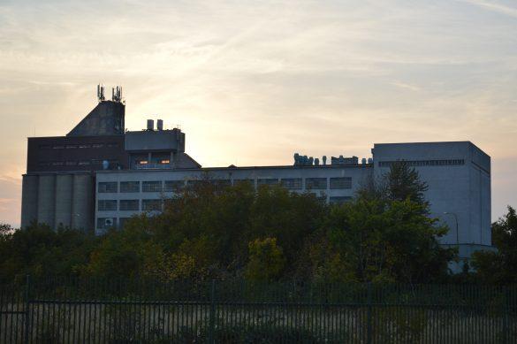 Automatický mlyn NUPOD je vidieť v celej kráse z Trstinskej ulice. Zdroj: Daniel Bíro