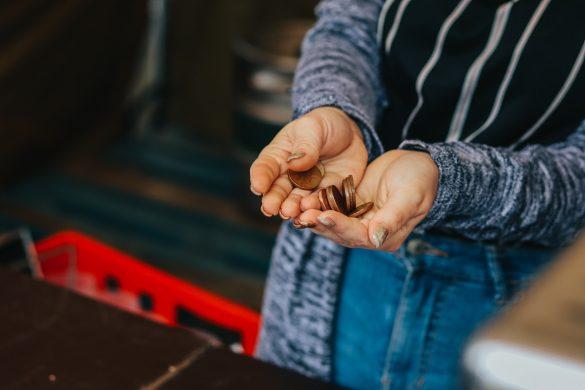 Platenie drobnými mincami