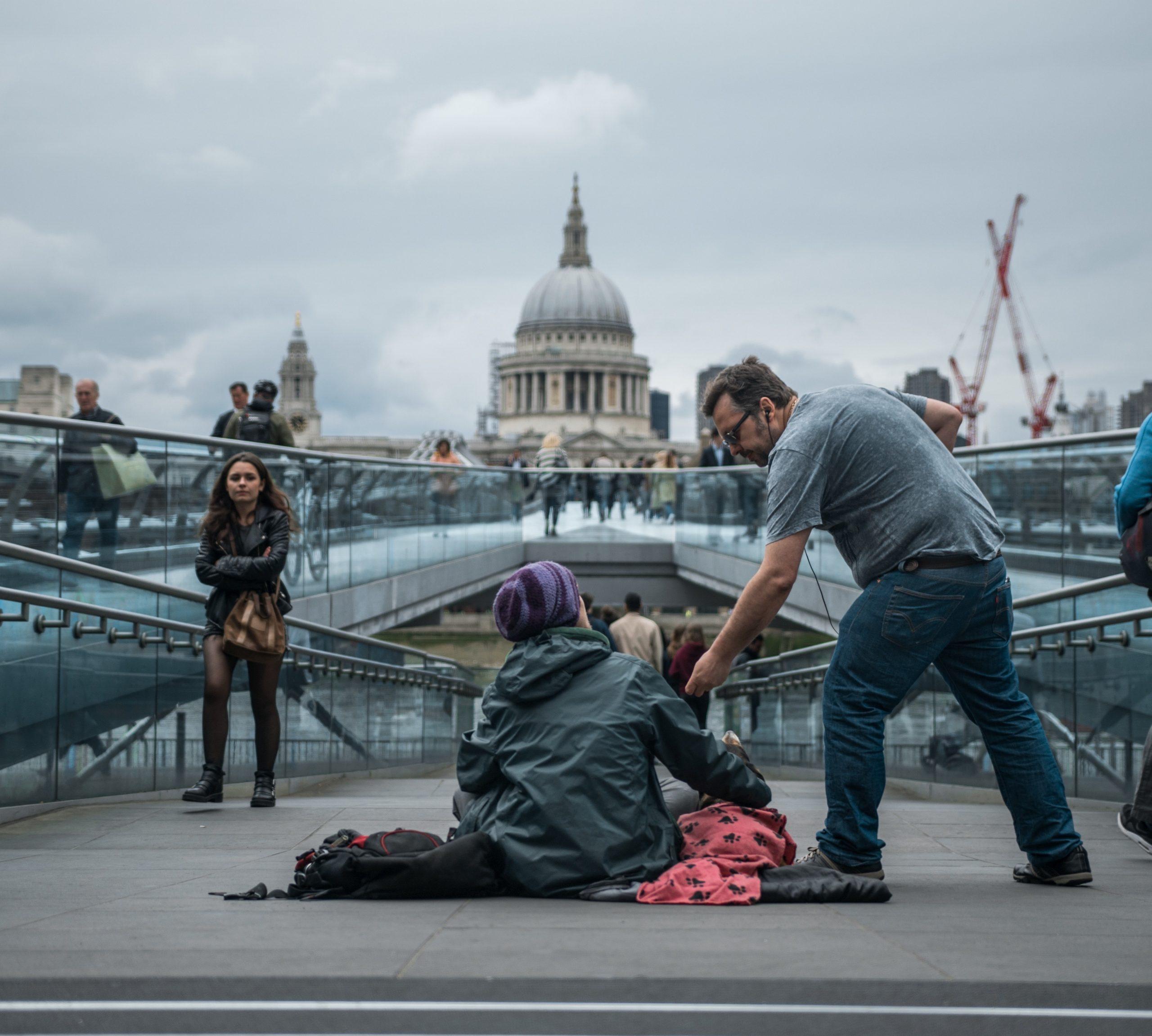 Drobné darujeme bezdomovcom