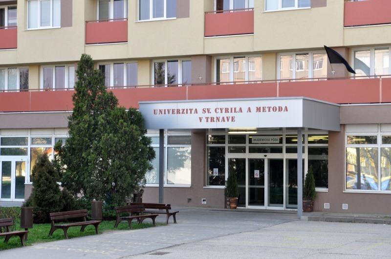 Ostanú trnavské internáty prázdne? Väčšina študentom odporúča odísť