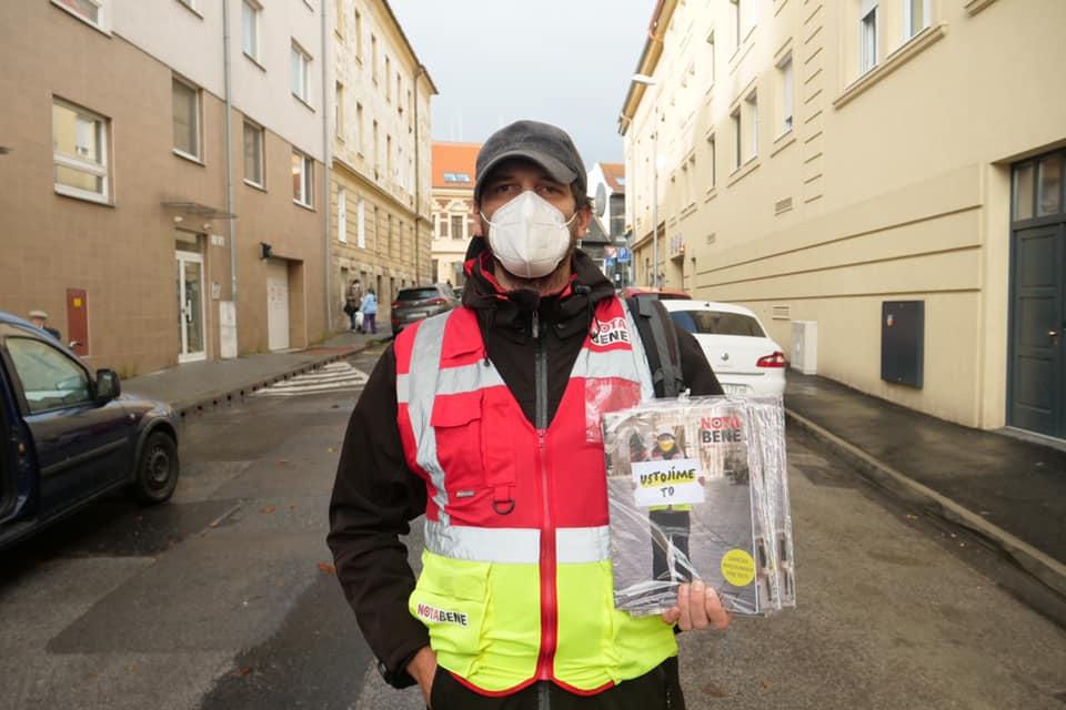 Iba s vami to ustojíme, hlásia predajcovia Nota Bene. Časopis spúšťa krízovú zbierku pre ľudí bez domova