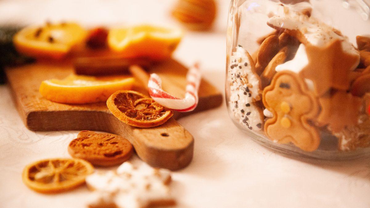 Aké sladkosti obľubujú rôzne národnosti počas Vianoc? Švédi sa nezaobídu bez karameliek Knäck a Kola, Rusi bez perníkov