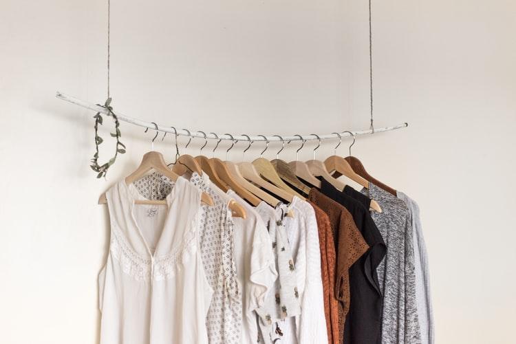 Upcyklovaná móda, swap, alebo slow fashion ako účinné spôsoby šetrenia životného prostredia