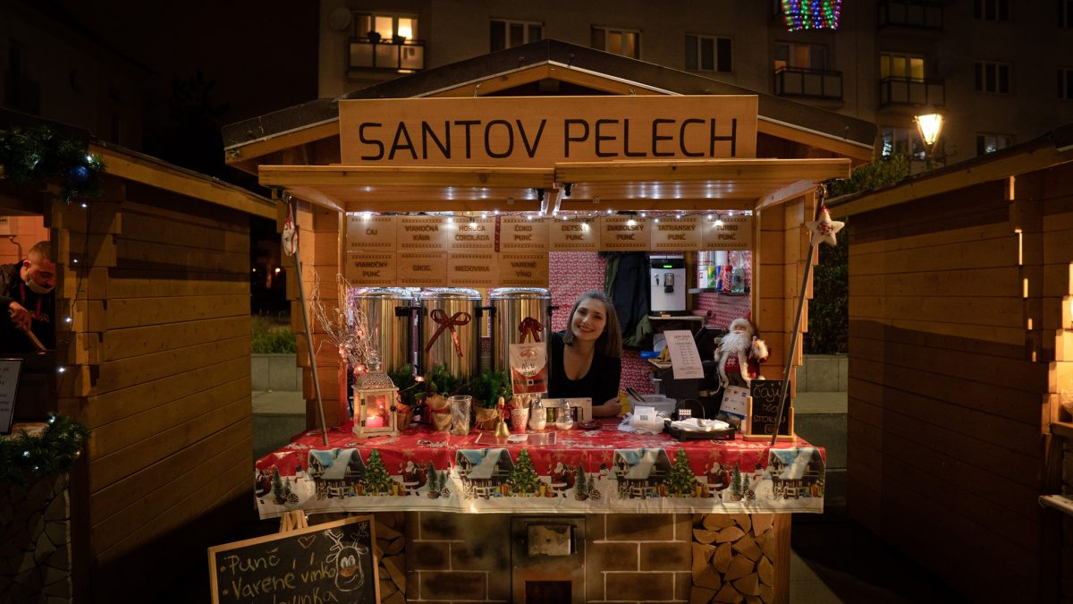 Minivianočné trhy pred City Arenou. Dokázali v Trnave prebudiť čaro Vianoc?