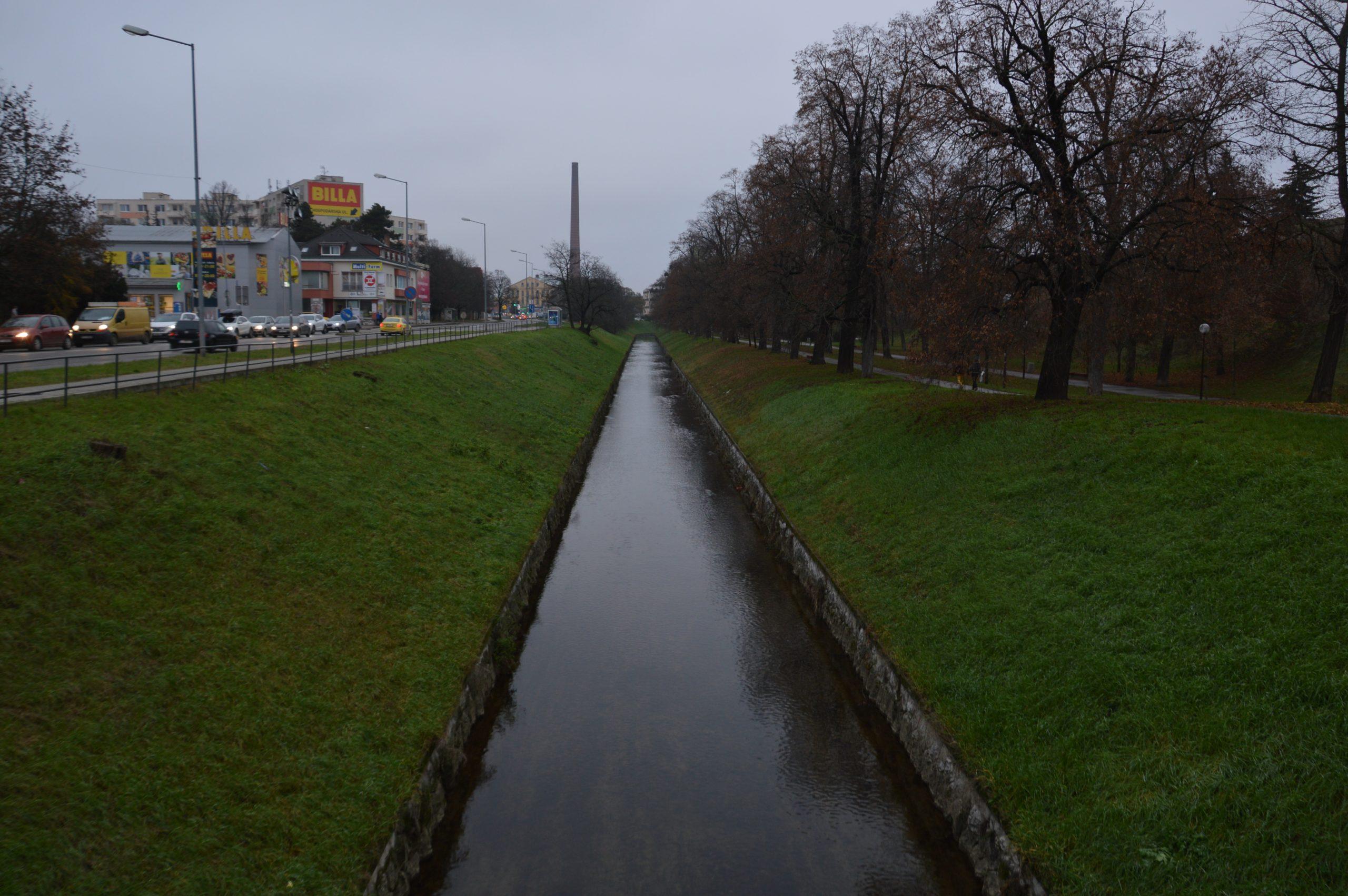 Riečka Trnávka, pohľad smerom k mlynu a cukrovaru. Zdroj: Daniel Bíro