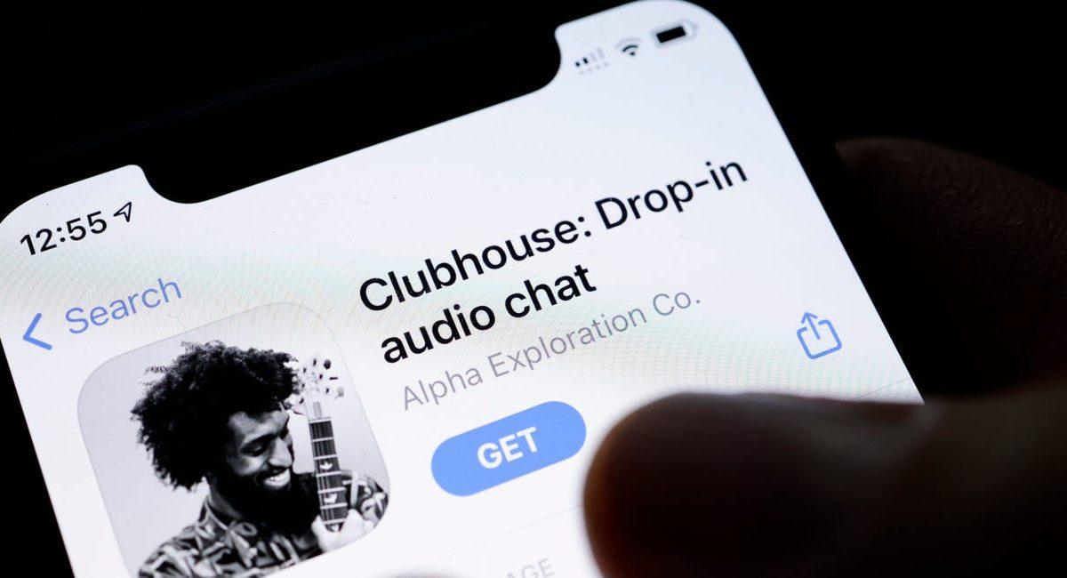 Clubhouse rozbúril vody sociálnych sietí. Ako funguje a darí sa mu na Slovensku?
